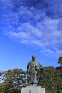 徳川光圀公像 :黄門像広場(千波湖の西側周辺)に立つ。水戸黄門特集に最適。「人物なし」の写真素材 [FYI00461621]