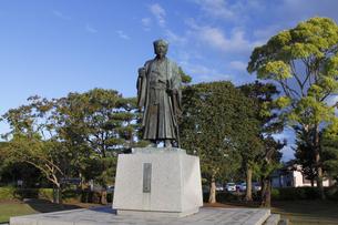徳川光圀公像 :黄門像広場(千波湖の西側周辺)に立つ。水戸黄門特集に最適。「人物なし」の写真素材 [FYI00461624]