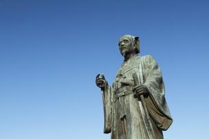 徳川光圀公像 :黄門像広場(千波湖の西側周辺)に立つ。水戸黄門特集に最適。「人物なし」の写真素材 [FYI00461629]