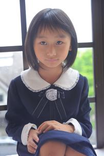 未来を見つめる女の子の写真素材 [FYI00461634]