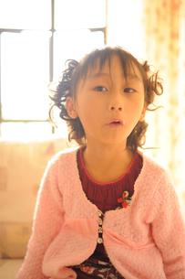 子供のなるほどという表情の写真素材 [FYI00461642]