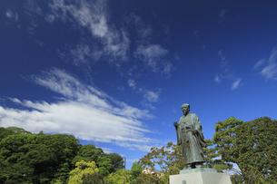 徳川光圀公像 :黄門像広場(千波湖の西側周辺)に立つ。水戸黄門特集に最適。「人物なし」の写真素材 [FYI00461643]