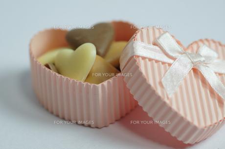 ハートのお菓子のプレゼントの写真素材 [FYI00461786]
