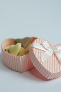 ハートのチョコの贈り物の素材 [FYI00461790]