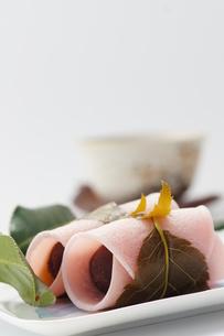 和菓子_桜もちの写真素材 [FYI00461828]