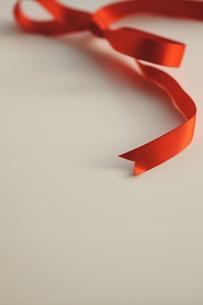 ギフト_赤いリボンの素材 [FYI00461980]