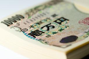 壱万円札の束の写真素材 [FYI00462001]