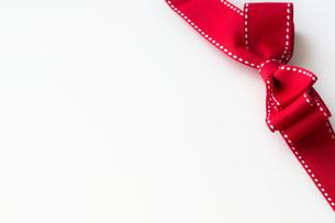 背景素材_ 赤いリボンの写真素材 [FYI00462023]