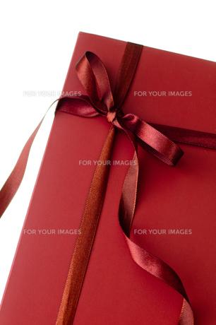 ギフト簿クス_赤いリボンと箱の写真素材 [FYI00462044]