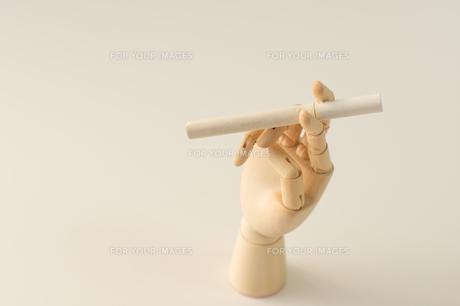 煙草と指の写真素材 [FYI00462065]