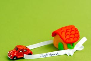 引っ越し_家と車_ Just Movedの写真素材 [FYI00462134]
