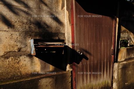 日暮れの玄関の写真素材 [FYI00462427]