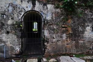 壁の向こうの世界の写真素材 [FYI00462432]
