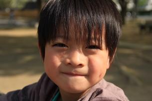 微笑む少年の素材 [FYI00462474]