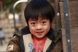 公園で遊ぶ男の子の素材 [FYI00462475]