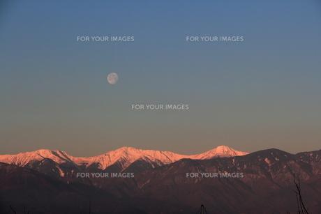 南アルプスと月の素材 [FYI00462479]