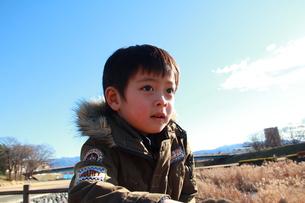 青空と少年の素材 [FYI00462486]