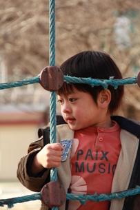 公園で遊ぶ男の子の素材 [FYI00462493]