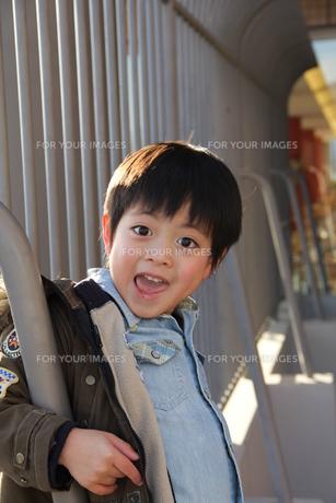 笑顔の少年の素材 [FYI00462498]