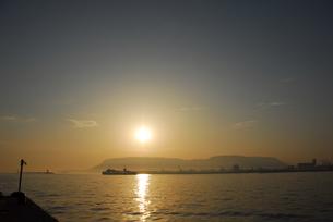 夜明けの屋島の写真素材 [FYI00462856]