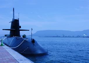 潜水艦と屋島の写真素材 [FYI00462860]