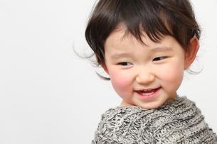 子供の笑顔アップの写真素材 [FYI00464023]