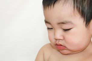赤ちゃん下向きアップの素材 [FYI00464108]