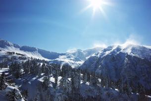冬の十勝岳連峰の素材 [FYI00464322]