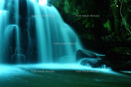 滝の写真素材 [FYI00464410]