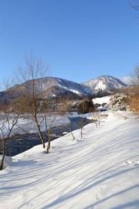 冬の河原の写真素材 [FYI00464589]