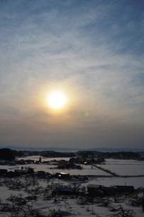 雪国の夕暮れの素材 [FYI00464711]