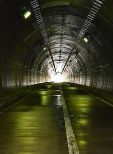 県境のトンネルの写真素材 [FYI00464930]