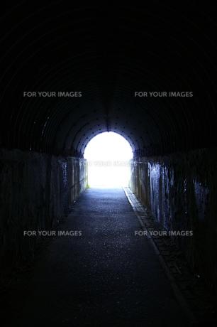島武意海岸トンネルの写真素材 [FYI00465415]