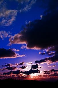 神秘的な夕空の写真素材 [FYI00465436]