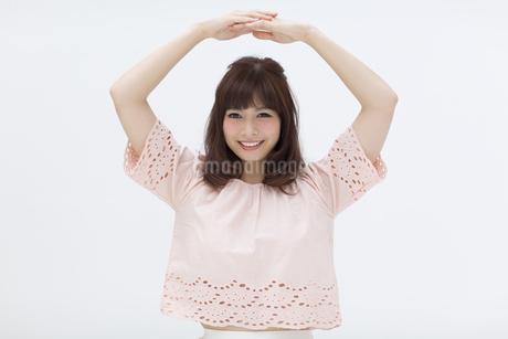 ポーズをとる女性の写真素材 [FYI00465958]