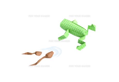 折り紙の蛙とオタマジャクシの素材 [FYI00466111]