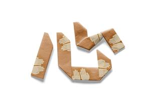 手のひらの模様がある心の文字の折り紙の写真素材 [FYI00466186]