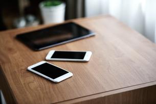 タブレットPCとスマートフォンの写真素材 [FYI00466644]