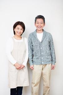 笑顔の中年夫婦の写真素材 [FYI00466752]