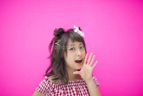 ポーズをとる女性の写真素材 [FYI00467206]