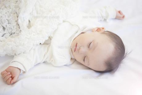 眠る赤ちゃんの写真素材 [FYI00468081]