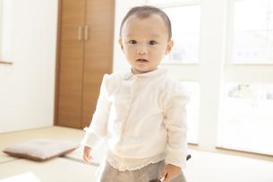 口を開ける赤ちゃんの写真素材 [FYI00468131]