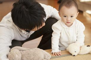 父親と赤ちゃんの写真素材 [FYI00468141]