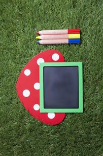 メッセージボードと色鉛筆の写真素材 [FYI00468696]