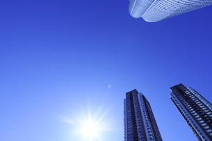 森タワーと超高層タワーマンションの写真素材 [FYI00469771]
