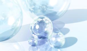 透明の球体と地球儀の写真素材 [FYI00470167]