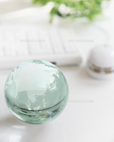 ガラスの地球儀の写真素材 [FYI00470203]
