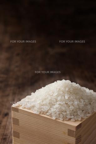 升に入った米の素材 [FYI00470290]