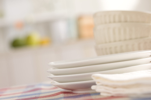 重ねた皿とカフェオレボウルの素材 [FYI00470359]