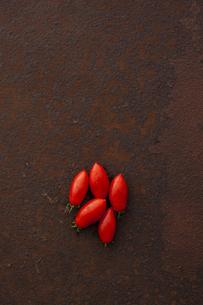 錆びたブリキ板の上のシシリアンルージュの素材 [FYI00470518]